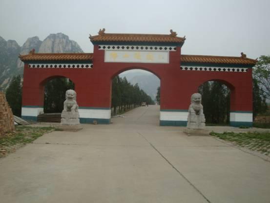 国易联风水专家组应邀至北京佛山陵园勘测陵园吉地