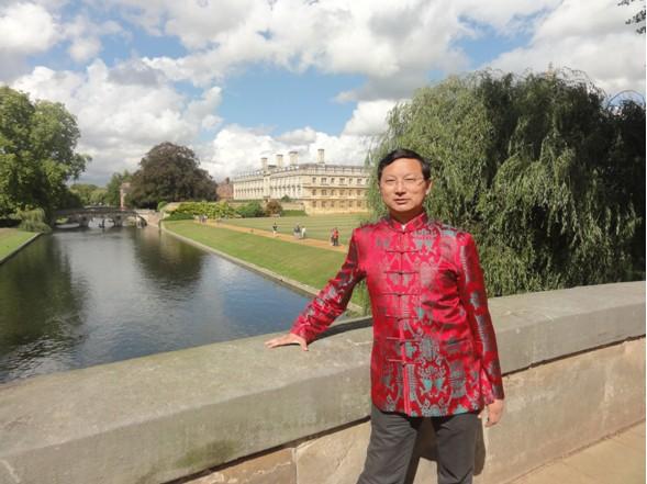 巨天中在世界顶尖学府剑桥大学传播中国文化大受欢迎