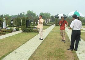 巨天中率环境策划专家组一行前往上海堪舆福寿园陵园