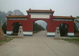 环境策划专家组应邀至北京佛山陵园勘测陵园吉地