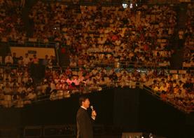 巨天中北京工人体育馆讲解易经智慧与成功